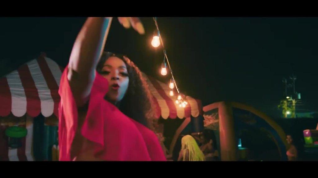 Yanique Curvy Diva, Demarco Bunx Pon It Official Video.mp4
